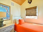 Chick-a-pea's Cottage sleeps 7 - first floor twin