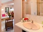 salle d'eau, douche à l'italienne, WC.