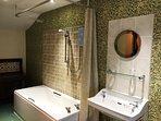 Newly refurbished largebathroom in Jemima cottage