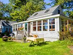 Charming bayview cottage with a deck & garden - 200 feet from the water!