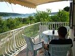 Beachfront apartment-great balcony views