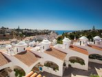 Situated just 5 mins walk to beach and Carvoeiro