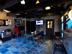 Pool House w/Flat Screen Smart TV (&cable), bar, ,Darts,outdoor mini fridges & Pool Bath