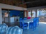 Open plan kitchen - al fresco dining on patio