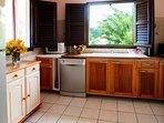 Four électrique, plaques induction, lave vaisselle, grille pain, cafetière etc...