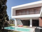 Fabulous, modern, quiet 3 bedroom villa with pool in Meco Village near Lisbon close to the beach