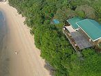Casa Karibu ... idyllic self catering accommodation right on the beach. An awesome place!