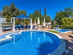 Large heated pool, plus kids splash pool