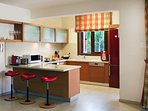 Large Modern Fully Fitted Kitchen
