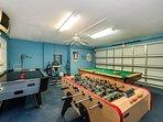 Gameroom - billiards, football, air hockey and darts