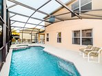 Pool deck / Spa - plenty of lounge seating