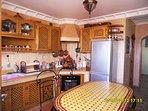 cuisine ,avec frigo congélateur, four gril 4 feux gaz micro onde blender 6 chaises etc.