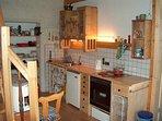 Küchenbereich mit kompletter Ausstattung