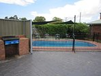 500m from main street, salt pool, BBQ, pool toys, pool towels, family friendly, free wifi & carpark.