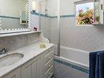 Bathroom en-suite masterbedroom