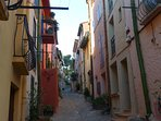 typical Collioure street view