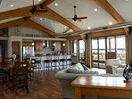 EAGLE'S NEST PENTHOUSE ​w/Private River View Terrace