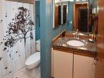 2nd floor bathroom with tub/shower