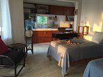 3rd floor suite: kitchenette