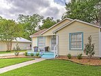 'Lynn's Doll House' Quaint & Welcoming 2BR McKinney House w/Wifi, Spacious Fenced-In Yard & Fantastic Location! Just 1.2 Miles from Downtown McKinney Square & More!