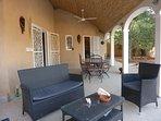 Salon et table à manger terrasse rez de chaussée.