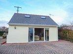 BURGAGE GREEN, detached cottage, WiFi, pet-friendly, near beaches, Ref 931438