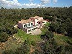 Villa des Cistes. Villa Provençale 380 m2 sur terrain 5 300 m2, au cœur de la Provence verte.