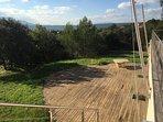 Terrasse devant la piscine