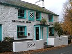 Good food, local ales and views of Snowdon. Llanfrothen, close to Plas Brondanw.