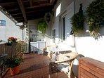 Terrasse bien équipée, réfrigérateur,évier,cafetière ,bouilloire,vaisselle,chaises longues