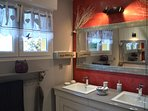 2 vasques + grande douche ouverte italienne