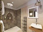 Le jardin, Salle de bain douche italienne