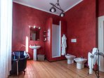En suite bathroom to master bedroom