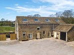 BULLACE BARN, detached stone-built cottage, family and pet friendly, in Millhous