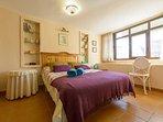 Habitación 'verano', grande, acogedora, luminosa con baño incorporado y preciosas vistas...
