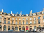 Take advantage of a magnificent view on the Place des Victoires