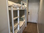 The hallway bunks can accommodate 2 extra guests.