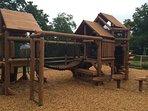 Una giungla palestra aggiuntivo è disponibile per i bambini!