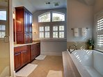 Spacious Master Bathroom, Great Tub For Soaking!