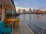 Tower Bridge Houseboat: The outside dining table seats eight on the upper deck.