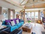 Tower Bridge Houseboat: massive sofa