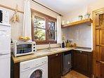Cocina americana, equipada: horno pequeño, microondas, lavavajillas, cafetera, nevera_congelador etc