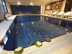 Innenpool im SPA-Bereich, beheizbar, kühlbar, Gegenschwimmanlage, Massagedüsen etc.