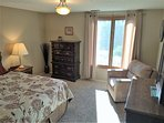2 Spacious bedrooms with comfortable beds.