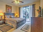 You're sure to sleep well in this queen bed.