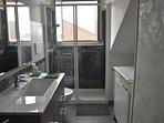 Ampio locale dedicato al bagno