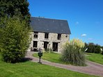 1800s Tastefully renovated Farmhouse. Spa bath,surrounded by Gardens.Village 5k.