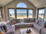 Oceanfront Home on Miles of Sandy Beach! Hot Tub / Game Room - FREE NIGHT!