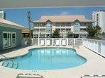Pool&condominium