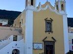 la chiesetta del paese a due passi da casa